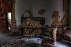 Broken (JG - Instants of light) Tags: house room furniture piano vandalized forgotten abandoned decay decaying creepy dark shadows light casa sala mobília vandalizado esquecido abandonado decadênte decadência arrepiante sombtio sombras luz urbex nikon d5500 sigma 1020 portugal