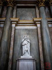 WCP-209.jpg (World Citizen Pix) Tags: statue stmatthew tablette tablet digital numérique ipad ancien ancient stockholm sweden chapelle chapel
