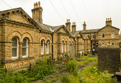 240 -  Saltaire - Bingley Road Almshouses (1 of 1) (md2399photos) Tags: 2jun17 almshouses davidhockney robertspark saltaire saltaireunitedreformedchurch saltsmill victoriahall