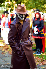 IMG_6095.jpg (Neil Keogh Photography) Tags: gibbons watchmen nwcosplayhalloweenmeet2016 rorschach belt alanmoore grass leather videogame gold brown dccomics jacket red leaves hat antihero mask green comics dave trees coat walterkovacs black park hero leatherjacket movie white