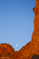 Cradle the Moon_MG_0805 (Alfred J. Lockwood Photography) Tags: alfredjlockwood nature landscape moon moonset sunrise spring morning gardenofthegods rockformation sandstone colorado