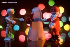para que seas un fantasma (unai momoitio) Tags: colour macro reflection closeup toy photography 50mm lights luces photo nikon dof bokeh flash tripod creative desenfoque d200 18 playmobil juguete reflejos tripode buket sb800 sb900 unaisa