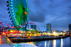 Yokohama Bay Park (Sprengben [why not get a friend]) Tags: park bridge reflection water wheel japan night lights tokyo bay wasser time arts yokohama 6flags 2009 hdr riesenrad funpark nachts abends reflektionen schtzenfest sprengben