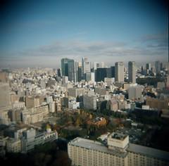 Tokyo (kAz_55) Tags: japan tokyo tokyotower 空 holga120cfn portra400 青空 フィルム トイカメラ ブローニー 真四角