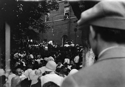 Clarence S. Darrow interrogating William Jennings Bryan, Scopes trial, Dayton, Tennessee, July 20, 1925, by William Silverman, Black and white photographic print, Smithsonian Institution Archives, Acc. 10-042, William Silverman Photographs, 1925, Image ID: 2009-21077.