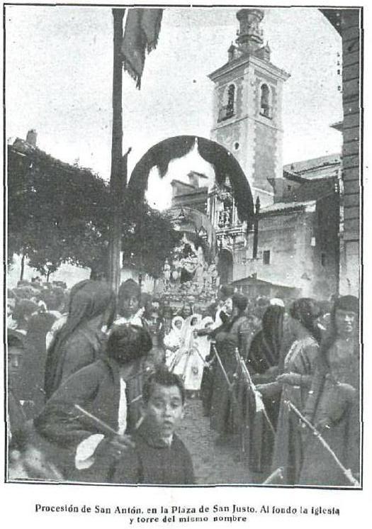 Procesión de San Antón en la Plaza de San Justo en 1924. Fotografía de Villalba Alexandre para La Esfera