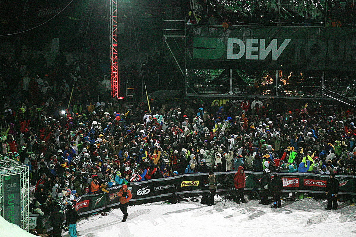 Superpipe Crowd Preshow