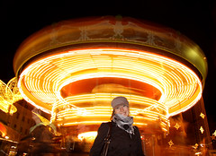 Kate at merry-go-round (ge_com) Tags: light yellow night catchycolors stars fun gold long exposure wiesbaden kate ghost go carousel round merry weinachtsmarkt karuzela miasteczko festyn mywinners wesoe flickrunitedaward