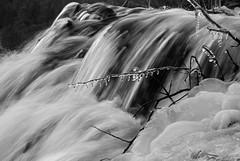 Movimiento congelado (Miguel Pedrera) Tags: ro hielo cuenca cuervo 2010 cascada alpha200 sonyalphadslra200 nacimientorocuervo