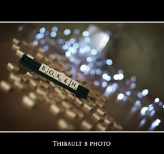 Bokeh !! (Thibault B Photography) Tags: light cactus white game france photoshop grenoble word table 50mm nikon focus dof flat bokeh lumire flash noel scrabble desaturation vivitar blanc guirlande flou pdc mot jeu nikor50mm profondeurdechamp strobist cactustrigger d300s kf36 nikond300s oneweekonesubject