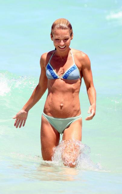 kelly-ripa-outie