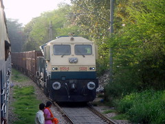 diGGy..........1st time:) (Ujjawal) Tags: indian gal emu railways newdelhi sbi sabarmati nizamuddin irfca wdg4