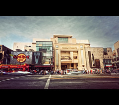 Kodak Theatre (isayx3) Tags: street people cafe nikon theater angle theatre kodak wide sigma scene highland f28 blvd hardrock oscars academyawards d3 sephora crowded hollwood 14mm plainjoe isay3