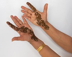 Mehendi (Koshyk) Tags: wedding floral palms design susan palm celebrations bodypainting henna mehendi mehndi indianwomen colouroflove bodydecoration prettyhands lawsoniainermis mailanchi susanshands