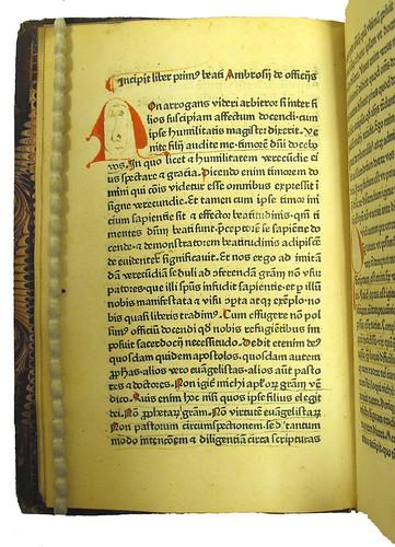 Decorated initial in Ambrosius: De officiis