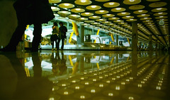 De vuelta en Madrid (Miguel Moraleda) Tags: madrid viaje aeropuerto t4 barajas tamron18200mm sony230