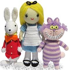 Alice im Wunderland (haekelanleitungen) Tags: rabbit bunny alice crochet katze amigurumi kaninchen cheshirecat wunderland hkeln aliceimwunderland hkel hkelanleitung weiseskaninchen grizekatze
