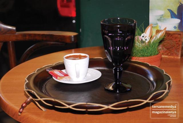 Atatürk Caddesi Mola Kavşağı'nda 15 yıldır hizmet veren Cafe S Türk Kahvesi tutkunlarının vazgeçilmez adreslerinden.