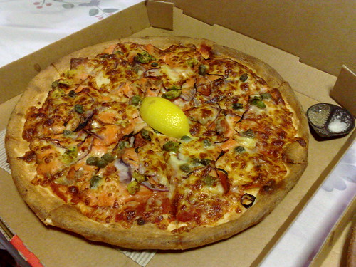 Crust smoked salmon pizza