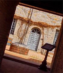 Read me and come in... (Mario_Basaglia) Tags: del ed un e stare pace per castello chiostro vino nel buon amico entra leggi accanto riflettere