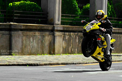 Suzuki Wheelie (Ed Cunha Ph) Tags: black yellow curitiba suzuki bikers wheelie motos gsxr 750 sbk batel srad