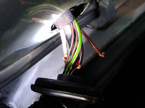 Rear hatch wiring repair golf tdiclub forums on the drivers side 8 wires were cracked and bare and the heavy gauge brown wire had completely broken passengers side was just as bad all wires swarovskicordoba Image collections