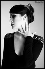 Elegancia (*Morticia*) Tags: blackandwhite fashion background moda highcontrast estudio falsenails tocados recogidos uaspostizas maroe monicapozo martamarquez michellcar