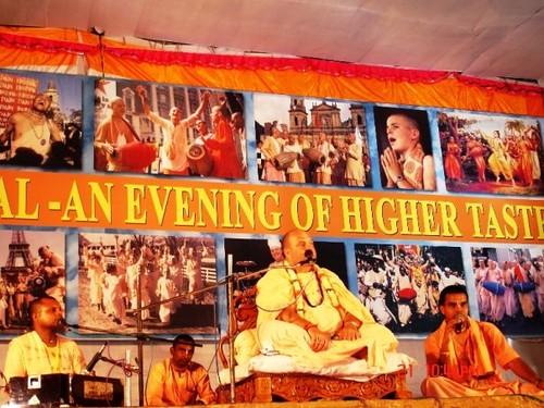 H H Jayapataka Swami in Tirupati 2006 - 0066 por ISKCON desire  tree.