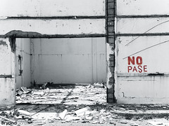 NO PASE (Bryand Gonzalez) Tags: white black photography blackwhite ruins photos ruinas fotos fotografia nopase bryandgonzalez
