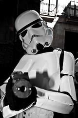 [フリー画像] 人物, コスプレ, コスプレ(その他), スター・ウォーズ, 帝国軍ストーム・トルーパー, モノクロ写真, 201005232300