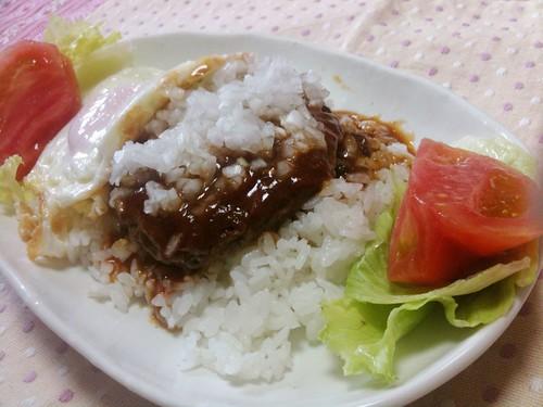 #jisui 煮込みハンバーグ丼作ったぜー。ハワイアンライスって名前で上沼さん作ってたやつ。