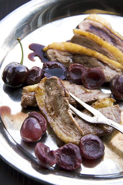 Anatra arrosto con ciliegie