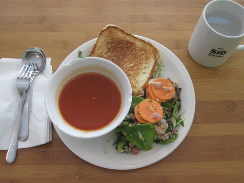 Tomato soupe, cheese and bacon sandwich, salad3585