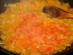 Empanada mariscos-añadir tomate