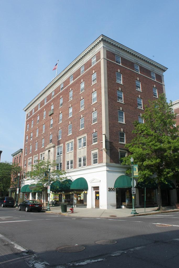 Hendrick Hudson Hotel