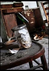 Post-memoria (Antonietta Simeone) Tags: house abandoned home casa colore decay abandon oblio chiar decadente chiars abbandono abbandonato fascino barattolo fatiscente declino antoniettasimeone scaramacai82