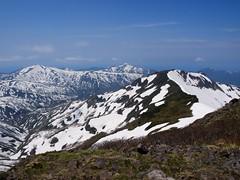 西暑寒別岳越しの浜益岳と雄冬山