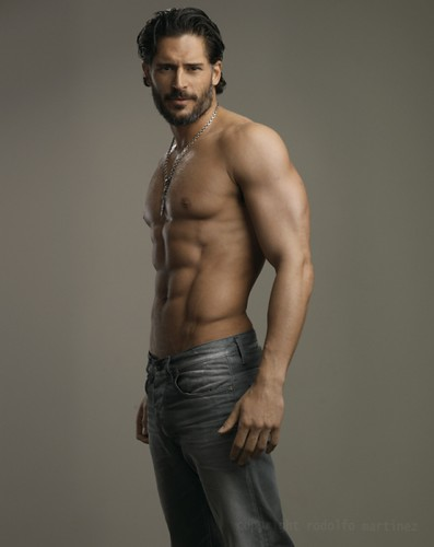 120883_true-bloods-joe-manganiello-seen-sporting-some-serious-abs by True Blood Spanish.