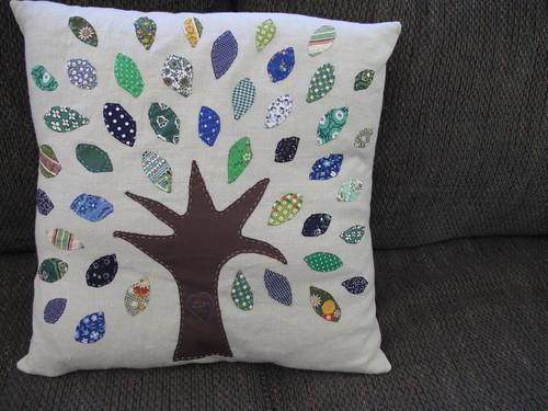 tree applique pillow by mary made me.