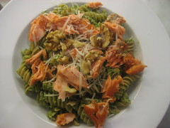 Pasta with pan-cooked salmon and arugula-walnut pesto