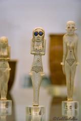 Noia d'ulls negres (Cal Centelles) Tags: woman museum mujer figure british bone britishmuseum figura predynastic 40003600bc naqadai huesofigure
