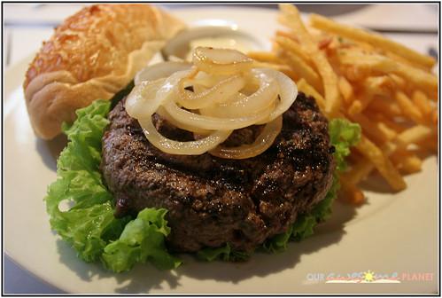 Adrian Cuenca's P1,050 Chef Burger!