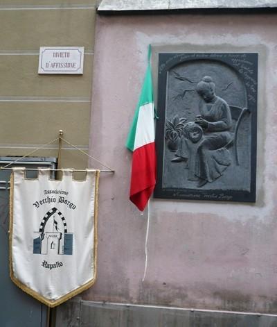 Bassorilievo a Rapallo scolpito da Giovanna Poggi su disegno di Marzia Cavallo