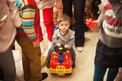(Victoriano) Tags: birthday christmas family boy party baby playing cute toys one 1 kid spain year traditions babe victor celebration spanish granada happybirthday tradition littleboy oneyear oneyearold christmastime flogr flogr2
