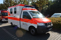 ambulance/Krankenwagen (KTW) (N. Abbink Fotografie) Tags: vw led german nrw t5 feuerwehr ruhr ennepe ktw drk schwelm blaulicht enneperuhrkreis germanredcross