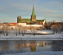 Nidarosdomen cathedral - Trondheim (ystenes) Tags: winter church norway reflections photography norge photo vinter nikon foto cathedral norwegen 1001nights trondheim srtrndelag norvege fotografi nidarosdomen bilde magiccity trndelag d90 nidelven marinen reflekser nikond90 drontheim midtnorge tronhjem leuropepittoresque 1001nightsmagiccity mygearandmepremium mygearandmebronze mygearandmesilver mygearandmegold magiccty mygearandmeplatinum mygearandmediamond