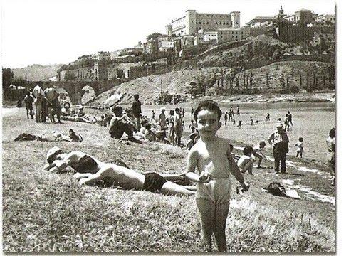 Bañistas en la Playa de Safont de Toledo. Años 60 del siglo XX. Cortesía de Antonio Fernández