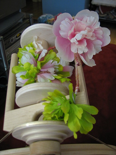 spinning flowers with the batt to make a new art yarn