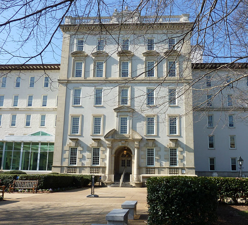 P1000643-2010-02-07-Shutze-Emory-Hospital-East-Facade-Headon