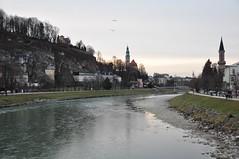 Õhtune Salzburg (anuwintschalek) Tags: christmas city winter salzburg river dark weihnachten landscape austria evening abend december stadt dämmerung dust linn fluss oldtown 2009 talv salzach vanalinn jõgi õhtu jõulud 18200vr nikond90 hämar